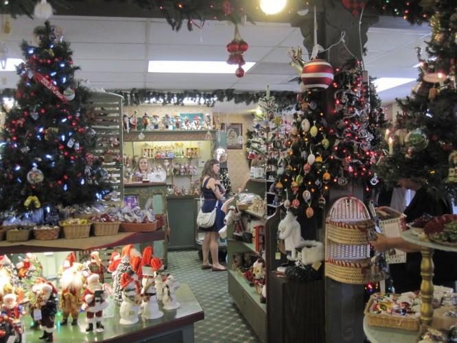 Jule Hus, Solvang, California, Christmas store